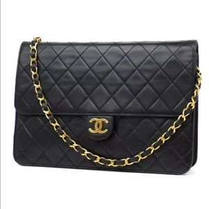 100% Authentic CHANEL BLACK CLASSIC LAMBSKIN FLAP 42b574aef